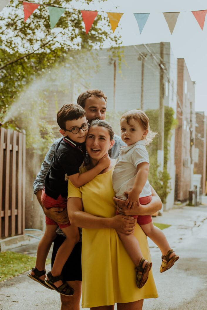 Famille photographe Montreal lifestyle photographer Villeray Quebec grossesse portrait